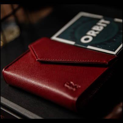 étui cuir rouge luxe